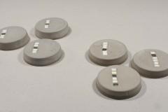 MEIE-tarbeesemed_väikesed-kuumaalused-läbimõõduga-98-cm-betoon-ja-smalt-2016