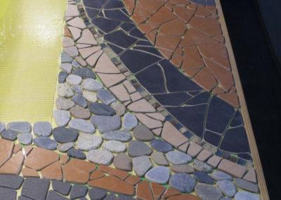 Töös.. trepimosaiik välistingimustesse. KLinkerplaat, looduskivi, keraamiline plaat