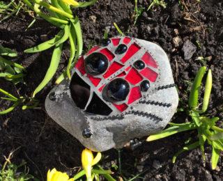Mai mosaiigilaupäev: Putukas pikutab kivil!
